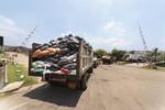 Transporting waste to the Resource Management Centre Karadiyana